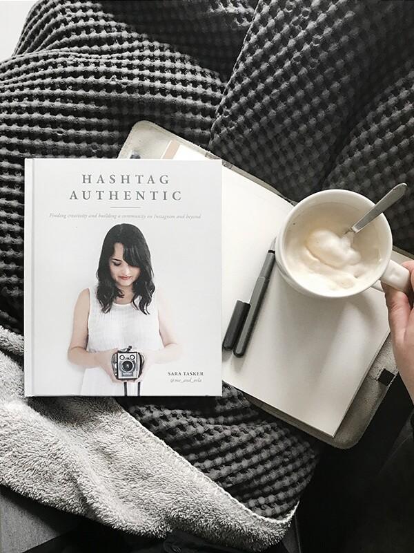 latte en een goed boek